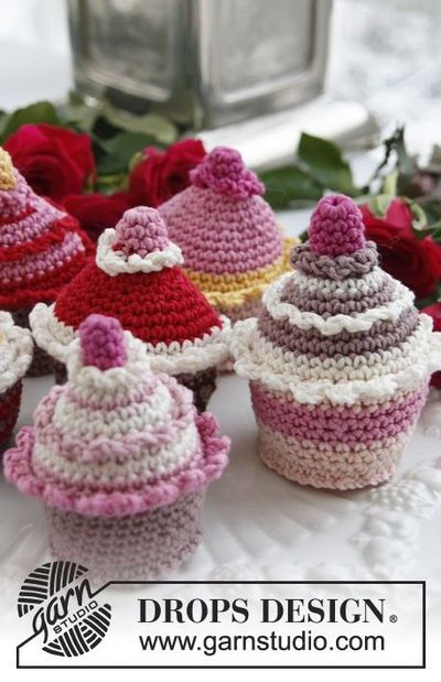Crochet Pattern Free Cupcake : cute cupcakes - free crochet pattern / crochet ideas and ...