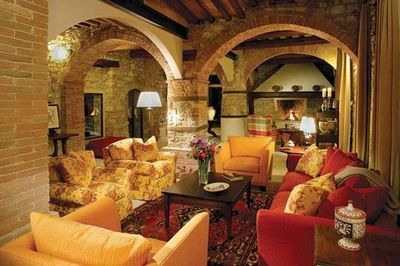 I like the colors in this Tuscan living room.