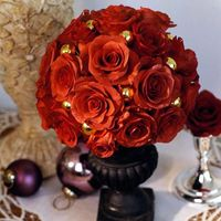 centerpiece ideas but with a cream/white urn and light antique roses in cream shades