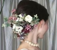 How to Use Flowers in a Wedding Hairstyle