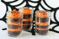 cupcakes in a jar-so cute & simple! (not just for halloween, either)