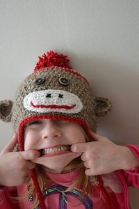 http://crochetincolor.blogspot.de/2012/01/just-another-sock-monkey-hat-ipattern.html