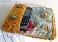 Crochet phone case with lining