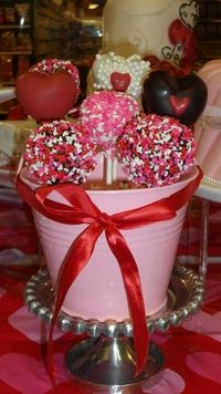 cake pops By 109cakes on CakeCentral.com