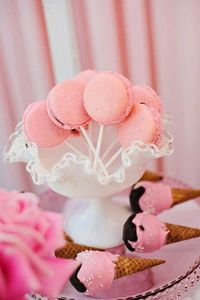 Macaroon pops & icecream cake pops! Too good to be true!