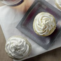Champagne cupcakes...yes please.