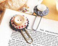 cute bookmarks from buttons and paperclips
