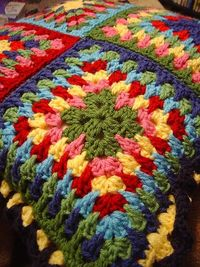 Love this pattern and colors. Free at Ravelry.